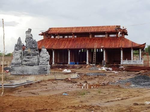 Nghệ sĩ Việt bị 'tuýt còi' vì xây nhà triệu đô trái phép