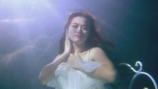 Khó cưỡng với cảnh quay dưới nước của sao Việt