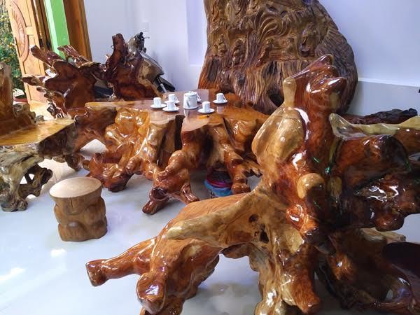 Bàn ghế gỗ sưa ngàn tuổi vô giá của đại gia Quảng Nam