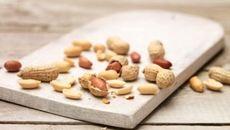 Ăn đậu phộng giảm đột quỵ