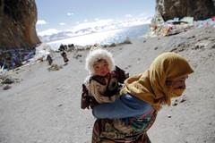 Khoảnh khắc đời thường ở đất Phật Tây Tạng