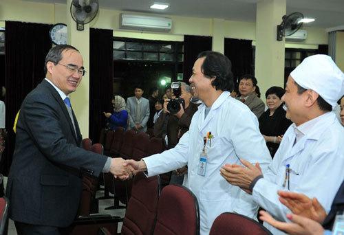 Ông Nguyễn Thiện Nhân tri ân các thầy thuốc Việt Nam