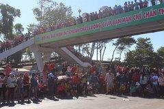 Quốc lộ 1K kẹt cứng vì hàng ngàn công nhân đình công
