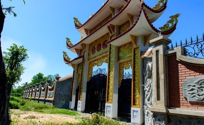 Nhà thờ Tổ của Hoài Linh đóng cửa, dừng thi công