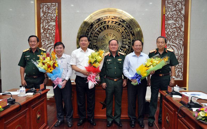 Bí thư Đinh La Thăng làm việc với Quân khu 7