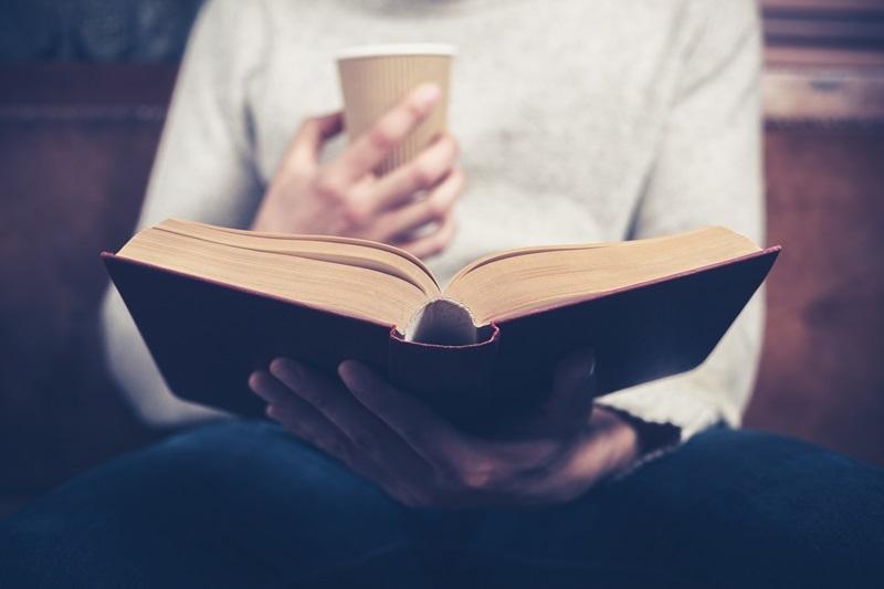 Vì sao chúng ta nghe thấy giọng nói trong đầu khi đọc sách?