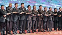 Ngoại trưởng ASEAN yêu cầu phi quân sự Biển Đông