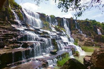 Tìm thấy thi thể du khách Belarus dưới hồ thác Pongour