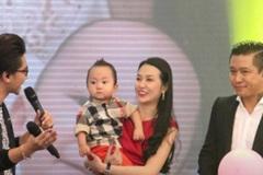 Tuấn Hưng đưa vợ con lên sóng truyền hình trực tiếp