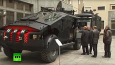 Xem Putin kiểm tra dàn xe khủng