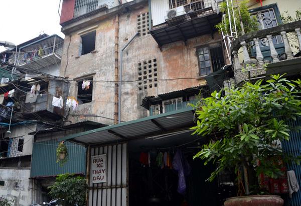 Đắt nhất Hà Nội: 2 tỷ mua căn hộ nát 20m2