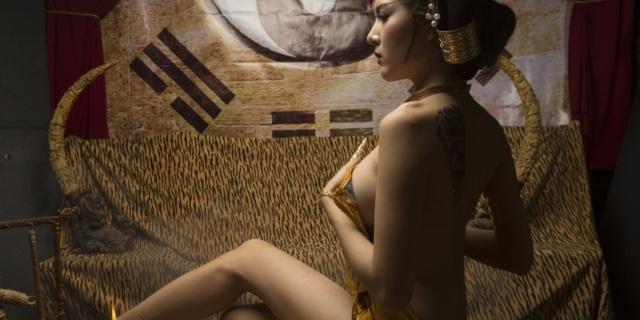 """""""Rửa mắt"""" với hình chụp hậu trường nóng bỏng của hot girl Lily Luta"""