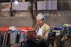 Biểu diễn ca trù trong chợ phiên sách cũ