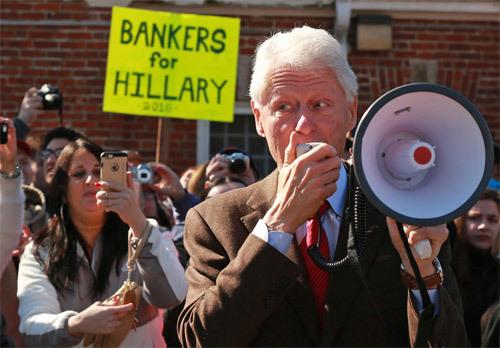 Vì sao hàng vạn người Mỹ ký đơn đòi bắt Bill Clinton?