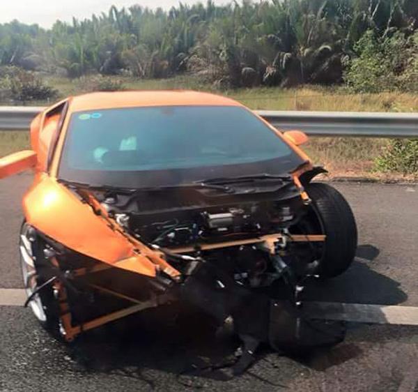 Siêu xe Lamborghini Huracan gặp nạn đầu tiên tại Việt Nam