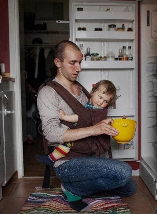 Bộ ảnh ông bố Thụy Điển ở nhà nội trợ, chăm con dậy sóng mạng