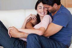 Ôm ấp, cười thả phanh giúp chống bệnh tim