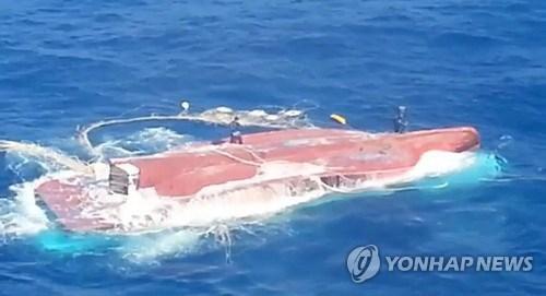 Tàu cá Hàn Quốc lật, 6 thuyền viên Việt Nam mất tích