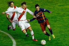 Messi lập hat-trick, Barca phá kỷ lục bất bại của Real