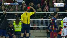 Rút nhầm thẻ đỏ, trọng tài khiến sao Barca tái mặt