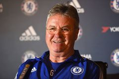 Guus Hiddink ở lại… Chelsea