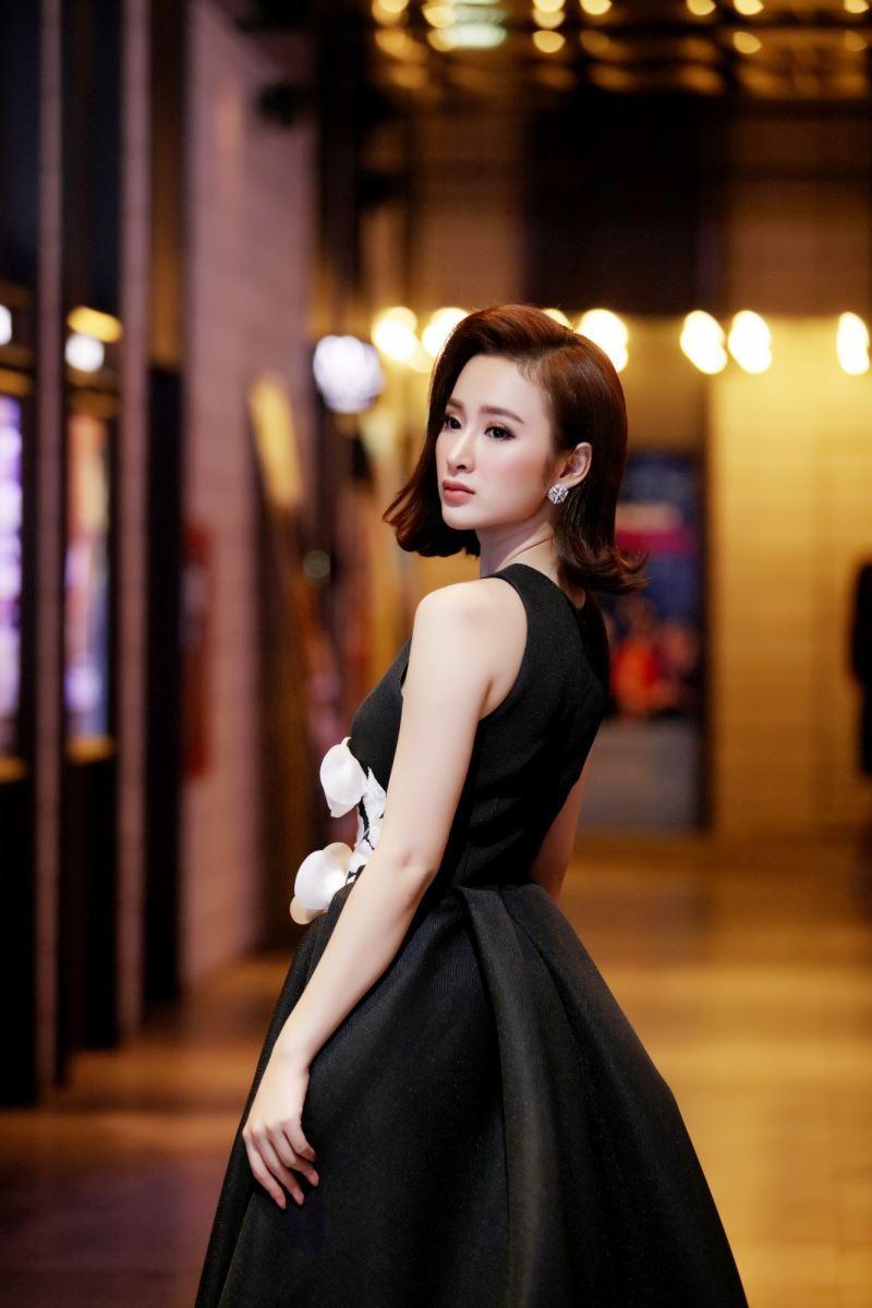 'Gái hư' Angela Phương Trinh nhiều lần suy sụp vì scandal