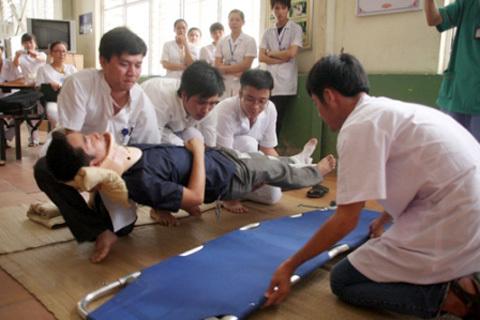 cấp cứu, tai nạn, sơ cứu, chấn thương cột sống, cấp cứu ban đầu