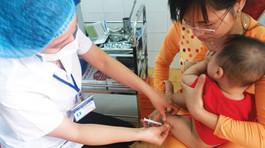 Kiểm tra lô Quinvaxem tiêm cho cháu bé tử vong ở Đồng Nai