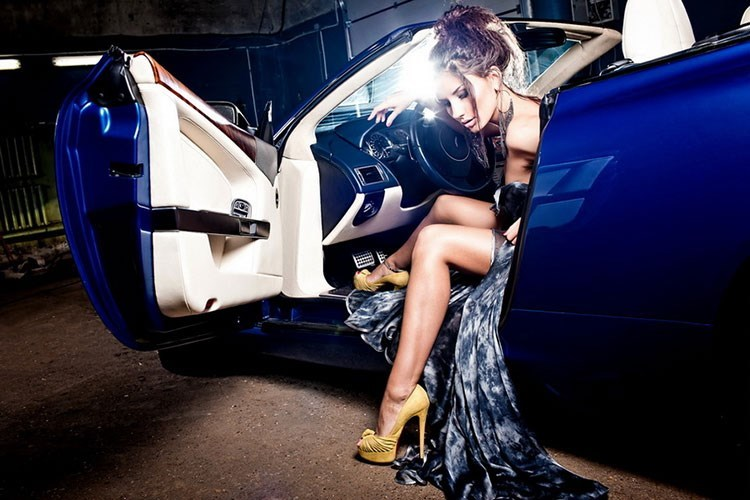 Mối liên hệ giữa phụ nữ và ôtô trong cuộc sống hiện đại