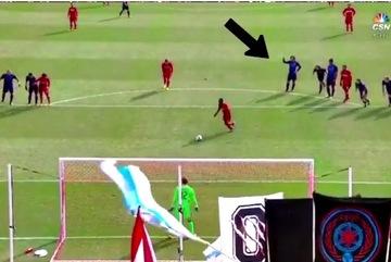 Thủ môn ôm hận vì không làm theo chỉ điểm của Pirlo