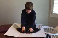 Mẹo gấp quần áo cực nhanh dạy cho bé lười làm việc nhà