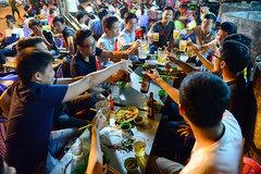 Thanh niên Việt sa đà rượu bia, bê tha cuộc sống?