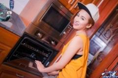 Ngắm DJ Trang Moon đảm đang vào bếp ngày quốc tế phụ nữ