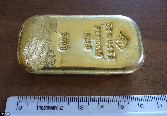 Thợ điện nước nhặt được thỏi vàng 1 kg
