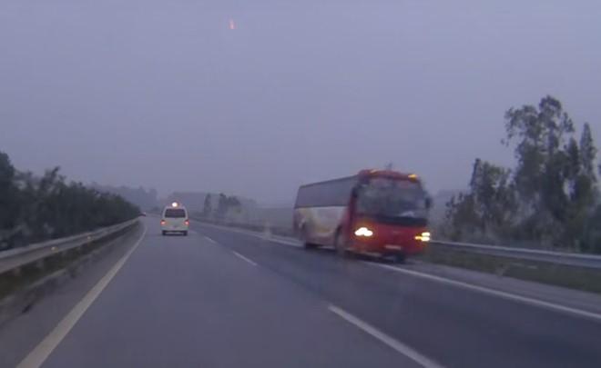 Phạt 8,5 triệu vì lái xe ngược chiều trên cao tốc Nội Bài-Lào Cai