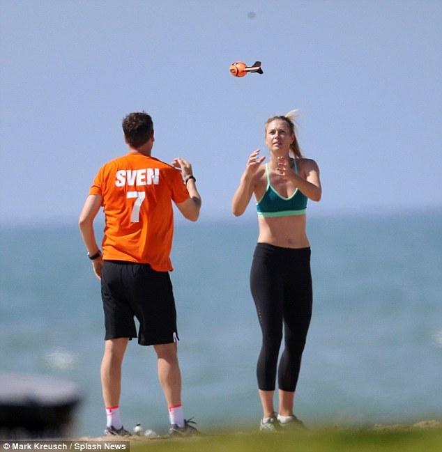 Sharapova tập luyện điên cuồng sau scandal doping