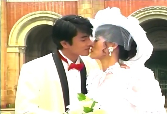 Nụ hôn kinh điển của Diễm Hương, Thu Hà, Việt Trinh