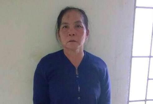 Bà 60 tuổi bịt mặt, cầm dao đi cướp như phim