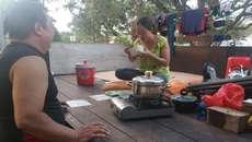 Cảnh sống trong xe tải của vợ Việt, chồng ngoại giữa đất Singapore