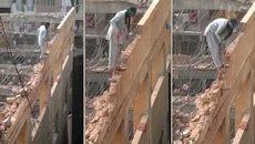 Cách phá dỡ nhà mạo hiểm nhất thế giới