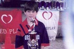 Xem lại siêu phẩm của Messi năm 8 tuổi