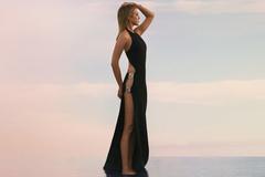 Jennifer Aniston gợi cảm đến ngỡ ngàng với đầm cut out táo bạo