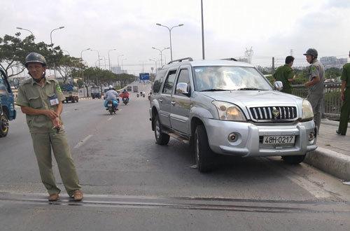 """CA nổ súng truy đuổi """"xe điên"""", đường phố Sài Gòn náo loạn"""