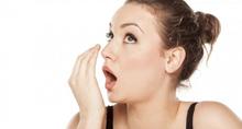 Thơm miệng sau ăn với nước xịt thảo dược