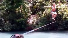 10 clip 'nóng': Hotgirl mặc bikini biểu diễn nhảy trên dây