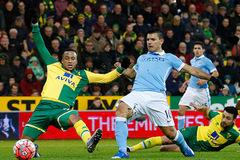 """Man City bất lực trước """"bức tường thép"""" của Norwich"""