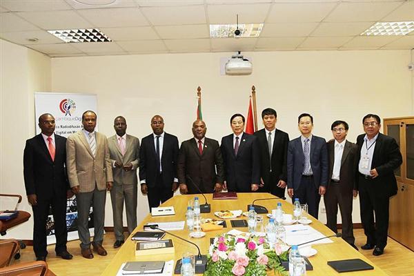 bộ trưởng, Nguyễn Bắc Son, Mozambique, hợp tác, viễn thông, Viettel,