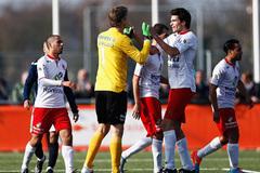 Van der Sar xuất thần đẩy penalty ở tuổi 45