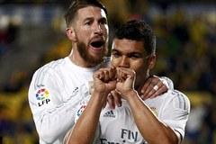 Ramos bị đuổi, Real nhọc nhằn bám đuổi Barca