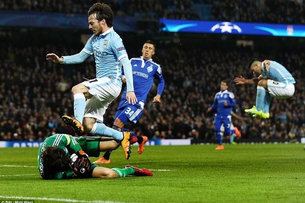 Video: Man City bất lực trước Dynamo Kiev